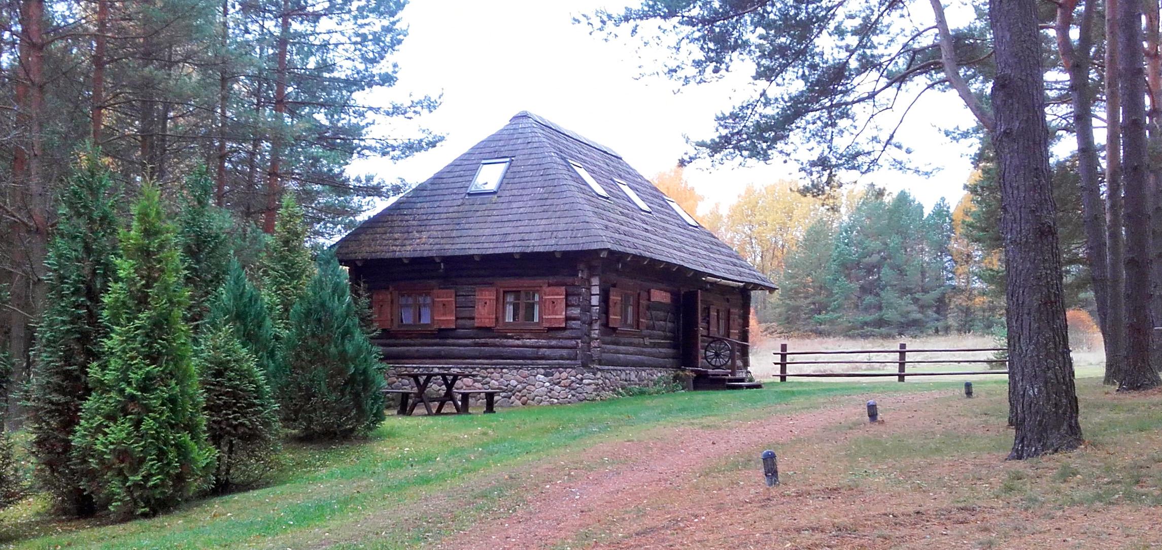 Ein Blockhütte in Lettland in der Nähe von Riga in ethnographisches Gästehaus Gungas